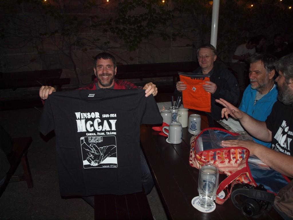 Scott Eder con la T-Shirt di McCay